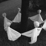 Ghostly Outdoor Halloween Decoration Ideas for Trees