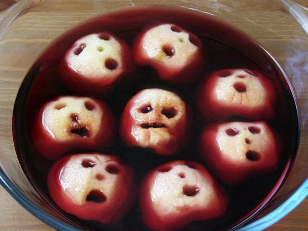 Shrunken apple heads in your punch bowl - Scary Halloween party Food Ideas