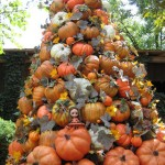 Halloween pumpkin tree - Outdoor Halloween Decorating Idea