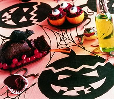 DIY Halloween Tablecloth - Pumpkin Heads and Spider Webs