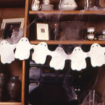 Ghostly Paper Chain - Halloween paper crafts