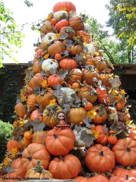 pumpkin pile up tree outdoor halloween decoration - Outdoor Pumpkin Decorations